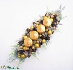 Adventi tál arany gyertyákkal (Decoflor) - Meska.hu Advent Candles, Xmas Decorations, Christmas Door Decorations, Christmas Decor