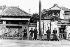 1912年(大正元年)東京文京区に大正製薬所創業:大正製薬 Taisho Period, Taisho Era, Old Pictures, Old Photos, Vintage Photos, Meiji Restoration, City Buildings, Tokyo, Japanese