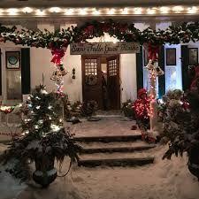 inn in christmas inheritance - Google Search Christmas Wedding, Christmas Tree, Holiday Decor, Google Search, Home Decor, Holiday Decorating, Christmas Things, Teal Christmas Tree, Decoration Home