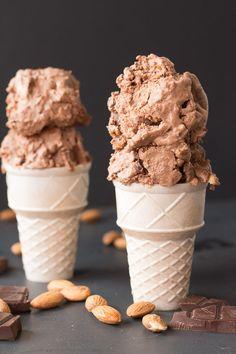Vegan Heavenly Hash Ice Cream w/ easy homemade marshmallow fluff! Dairy-free, gluten-free recipe via @gfveganpantry