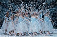 My beloved snow scene. This is New York City Ballet in George Balanchine's The Nutcracker. Photo by Paul Kolnik. Nutcracker Movie, Nutcracker Costumes, Dance Costumes, City Ballet, Ballet Photography, Tiny Dancer, Ballet Beautiful, Costume Shop, Vestidos