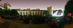 The fact that the outdoor cinema (or summer cinema) in Córdoba had not stopped showing movies since its foundation in the twenties of this past century, creates an unique environment for cinema in the city. It is an old summery tradition with deep roots in its citizens. Back in the fifties, for example, more than fifty cinemas of this kind cohabited in Córdoba.