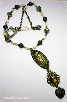 A repurpose vintage necklace on Etsy, 241,31kr