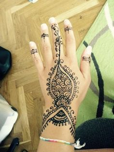 #henna #hand #finger#easy #selfmade Hand Henna, Hand Tattoos, Finger, Hands, Easy