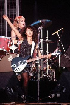 Dedicated to the delicious Susanna Hoffs of the Bangles! Susanna Hoffs, Female Guitarist, Female Singers, Rock Music, My Music, Rocker Chick, Guitar Girl, Rock Of Ages, Jessica Biel