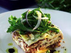 Lasagne med krämig fetaost. Med färska lasagneplattor förkortas tillagningen.