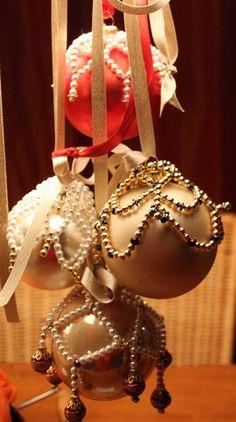 Workshopprogramma Hobbyatelier De Pottekijker in Borger Christmas Bulbs, Holiday Decor, Home Decor, Decoration Home, Christmas Light Bulbs, Room Decor, Home Interior Design, Home Decoration, Interior Design