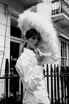 Jean Shrimpton and her white feather hat