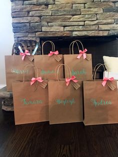 The Groomsman – Gifts He'd Like to Have – Gift Ideas Anywhere Bridesmaid Gift Bags, Bridesmaid Proposal Box, Rose Gold Bridesmaid, Wedding Favor Bags, Paper Bag Design, Decorated Gift Bags, Craft Packaging, Packaging Ideas, Personalized Gift Bags