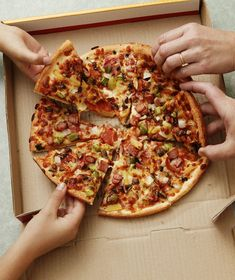 Most Pizzas Are Round. So Why Are Pizza Boxes Square? - Delivery Food - Ideas of Delivery Food #deliveryfood #food #delivery - Creative Pizza, Creative Food, Square Pizza, Pizza Delivery, Delivery Food, Delivery Man, Pizza Boxes, Good Food, Yummy Food