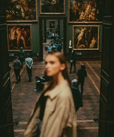 Book Aesthetic, Aesthetic Photo, Aesthetic Pictures, Museum Photography, Art Photography, Slytherin, Art Museum, Photoshoot, Portrait