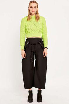 MM6 – Kurz geschnittene Hose in Schwarz mit Ösen