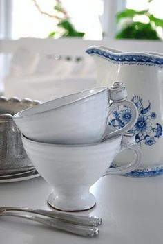 white tea cups, blue and white Arabia jug Cream Aga, White Tea Cups, Bubbly Bar, Kitchen Organization Pantry, Big Kitchen, Vintage Kitchen, Cute Cups, Blue And White China, Dinner Is Served