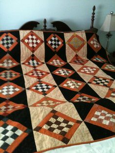 Made Down South: Trick or Treat Quilt or would be cute with scraps! Halloween Quilt Patterns, Halloween Quilts, Fall Patterns, Fall Halloween, Halloween Ideas, Fall Quilts, Scrappy Quilts, Mini Quilts, Quilting Projects