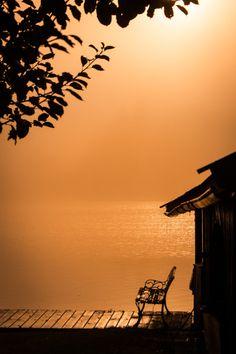 A swinging bentch with sun set