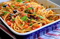 Puttanecsa - jednoduché jídlo bez masa, za to plné výrazných chutí Calzone, Spaghetti, Ethnic Recipes, Food, Essen, Meals, Yemek, Noodle, Eten