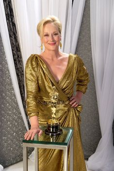 """2011 MERYL STREEP Meryl Streep posing with her third Oscar, won for her work in the movie """"The Iron Lady"""" """"IMeryl Streep could play Batman and be the tight choice. she is perfection"""" Quote from Cameron - Modern Family. Academy Award Winners, Oscar Winners, Academy Awards, Grace Gummer, Best Actress Oscar, The Iron Lady, Hollywood, People Magazine, Portraits"""