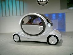 Sometimes comcept cars are the strangest cars of all! this little Nissan is totally weird - but it's also kind of cool!