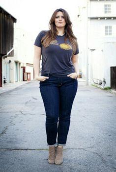 A velha combinação de jeans e camiseta não erro!!! Look despojado e cheio de estilo