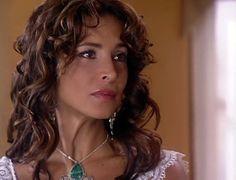 En el Capítulo 29 de El cuerpo del deseo: Isabel le confiesa a Salvador que es toda una obsesión para ella y decide correrlo, pero Ángela lo recontrata
