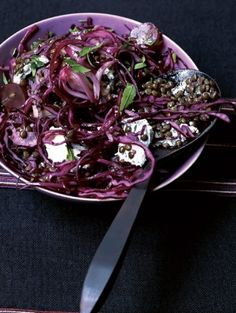 Green lentil salad and red cabbage with raisins for 4 people - Recipes . Green Lentil Salad, Green Lentils, Delicious Vegan Recipes, Vegetarian Recipes, Healthy Recipes, Detox Recipes, Vegetable Recipes, Detox Foods, Healthy Cooking