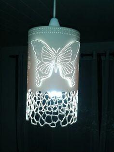 Luminárias de PVC Personalizadas Pvc Pipe Crafts, Pvc Pipe Projects, Diy And Crafts, Kirigami, Luminaria Diy, Crochet Lamp, Pipe Lighting, Pipe Lamp, Decoration