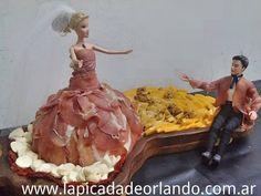 Una creativa cadena de comercios argentina tuvo la brillante idea de vestir muñecas estilo Barbie con fiambres. | Un comercio argentino viste muñecas estilo Barbie con fiambres de todo tipo
