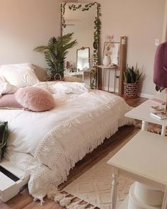 bedroom decor for small rooms - bedroom decor . bedroom decor for couples . bedroom decor for small rooms . bedroom decor ideas for women . bedroom decor ideas for couples Small Room Bedroom, Trendy Bedroom, Modern Bedroom, Cozy Bedroom, Dream Bedroom, Bedroom Neutral, Dorm Room, Bedroom Plants, Bedroom Curtains