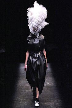 Comme des Garçons Spring 2009 Ready-to-Wear Collection Photos - Vogue