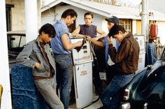 The Outsiders starring: Matt Dillon Ralph Macchio Patrick Swayze Rob Lowe Diane Lane Emilio Estevez Tom Cruise Leif Garrett 80s Movies, Good Movies, I Movie, Movies Showing, Movies And Tv Shows, The Outsiders 1983, The Outsiders Steve, The Outsiders Sodapop, The Outsiders Greasers