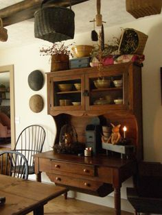 rustic country furniture in solid wood Primitive Homes, Primitive Kitchen, Country Primitive, Prim Decor, Country Decor, Rustic Decor, Primitive Decor, Primitive Pillows, Primitive Furniture