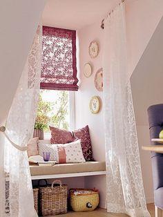 Tolle Wohnidee für Räume mit Dachschrägen und Fensternischen.