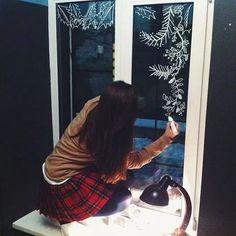 17 Christmas Window Decoration Ideas To Warm Your Home - decoratio.co