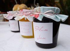 Ko kaže da tegla džema ne može biti originalan poklon?   http://www.kolaci-beograd.rs/slatki-blog/ko-kaze-da-tegla-dzema-ne-moze-biti-originalan-poklon