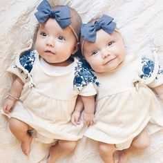 Cute Baby Twins, Twin Baby Girls, Twin Babies, Beautiful Children, Beautiful Babies, Tatum And Oakley, Twin Baby Photos, Cute Baby Pictures, Baby Kind