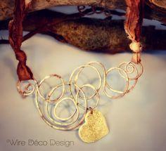 Collana girocollo con centrale in rame e pendente a cuore con glitter oro