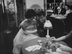 Nadire Atas on Jacqueline Kennedy Onassis JFK & Jackie, Waldorf Astoria, November 1956 by Yale Joel Jacqueline Kennedy Onassis, John Kennedy, Jaqueline Kennedy, Les Kennedy, Carolyn Bessette Kennedy, Caroline Kennedy, Lee Radziwill, Familia Kennedy, Comedy