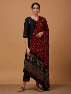 Simple Kurti Designs, Choli Designs, Kurta Designs Women, Salwar Designs, Bridal Blouse Designs, Muslim Fashion, Indian Fashion, Bandhani Dress, Silk Dupatta