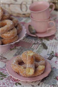 Me encantan las rosquillas y la verdad, es un dulce muy, muy agradecido. Y aunque me salen ricas, siempre he anhelado que fueran más esponjosas. Como ya os comenté en su día, en enero fuí a ... Empanadas, Flan, Doughnuts, Crepes, Mousse, Sweet Tooth, Sugar, Bread, Baking
