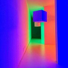 """Le tre stanze colorate di verde rosso e blu della Chromosaturation sono state indubbiamente la parte che ho preferito della mostra """"L' emozione dei colori nell' Arte"""" un viaggio tra l'arte e l'uso del colore  .Presto una visita guidata di Ciau Turin  #art #artist #artistic #artporn #artpornograpghy #gam #galleriaartemoderna #mostratemporanea #emozionedeicolorinellarte #tripudiodicolori #spring #colors #kolors #colorinellarte #igerstorino #ig_turin #volgotorino #vivotorino #igerspiemonte…"""