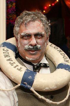 Halloween costume clever! Titanic - very clever.. very creepy! #Halloween