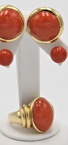 Ring und zwi Paar Ohrstecker mit Edelkorallen-Cabochons Cabochons, Studs, Couple, Ring
