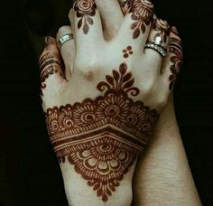 Simple Pakistani Mehndi Designs for Hands Rose Mehndi Designs, Modern Mehndi Designs, Mehndi Design Pictures, Bridal Henna Designs, Mehndi Designs For Fingers, Dulhan Mehndi Designs, Beautiful Mehndi Design, Latest Mehndi Designs, Henna Tattoo Designs
