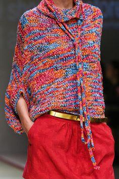 Kristina Ti at Milan Fashion Week Spring 2013 Kristina Ti - Spring 2013 Record of Knitting Yarn rotating, weaving and stitching jobs such as BC. Knitwear Fashion, Knit Fashion, Moda Crochet, Knit Crochet, Cooler Look, Cardigan Pattern, Milano Fashion Week, Milan Fashion, Knitting Designs