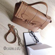 Кожаная сумка выполнена по индивидуальному дизайну. Доступна к заказу в различных цветах