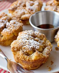 These french toast muffin cups are topped with a crunchy cinnamon streusel. They're a cross between french toast, bread pudding and muffins! I'm kind of obsessed with breakfast and brunch, thankfully French Toast Muffins, French Toast Bake, French Toast Casserole, Mini Muffins, French Toast Cupcakes, Egg Casserole, Simple Muffin Recipe, Muffin Tin Recipes, Recipes With Bread Cubes