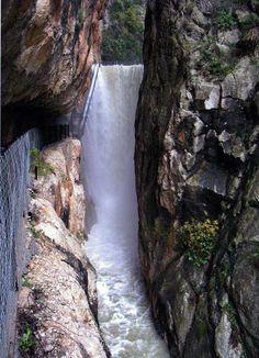 Presa de Isbert salto agua en La Vall de Laguar #Alicante #mountain #ruraltourism