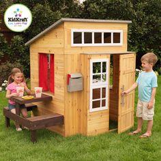 En voici une jolie cabane de jardin !Vos enfants n'ont pas fini de s'amuser ! Cette maisonnette en bois est munie d'un grill, d'une boîte aux lettres, d'un tableau sur lequel on peut écrire à la craie et de nombreuses places assises pour accueillir tous les copains ! Dimensions: 180 x 124 x 158 cm