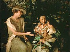 Anna May Wong holds child in The Toll of the Sea - Histoire du cinéma — Wikipédia