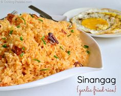Garlic Fried Rice Ingredients: Cooked rice – 2 cups Garlic – 10 pods Red chili paste – 1 tbsp Salt – to taste Oil – 3 tbsp For garnish: Spring onions, greens – 2 tsp Rice Recipes, Asian Recipes, Vegetarian Recipes, Cooking Recipes, Recipies, Easy Recipes, Healthy Recipes, Garlic Fried Rice, Rice Dishes